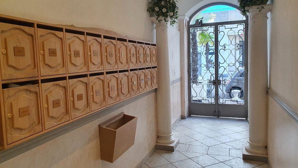 Appartement à louer 1 21m2 à Nice vignette-4