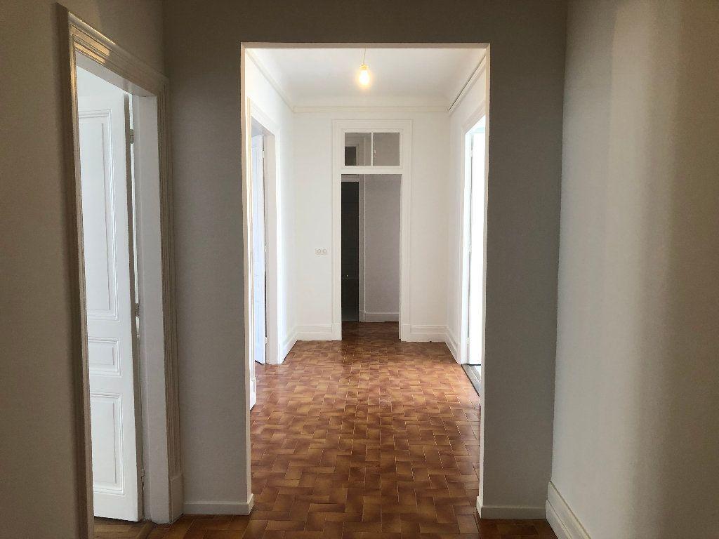 Appartement à louer 4 113.33m2 à Nice vignette-1