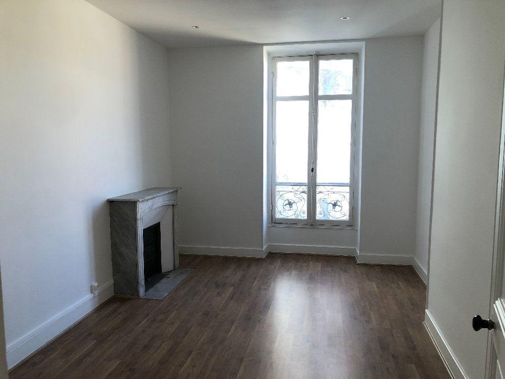 Appartement à louer 4 113.33m2 à Nice vignette-2