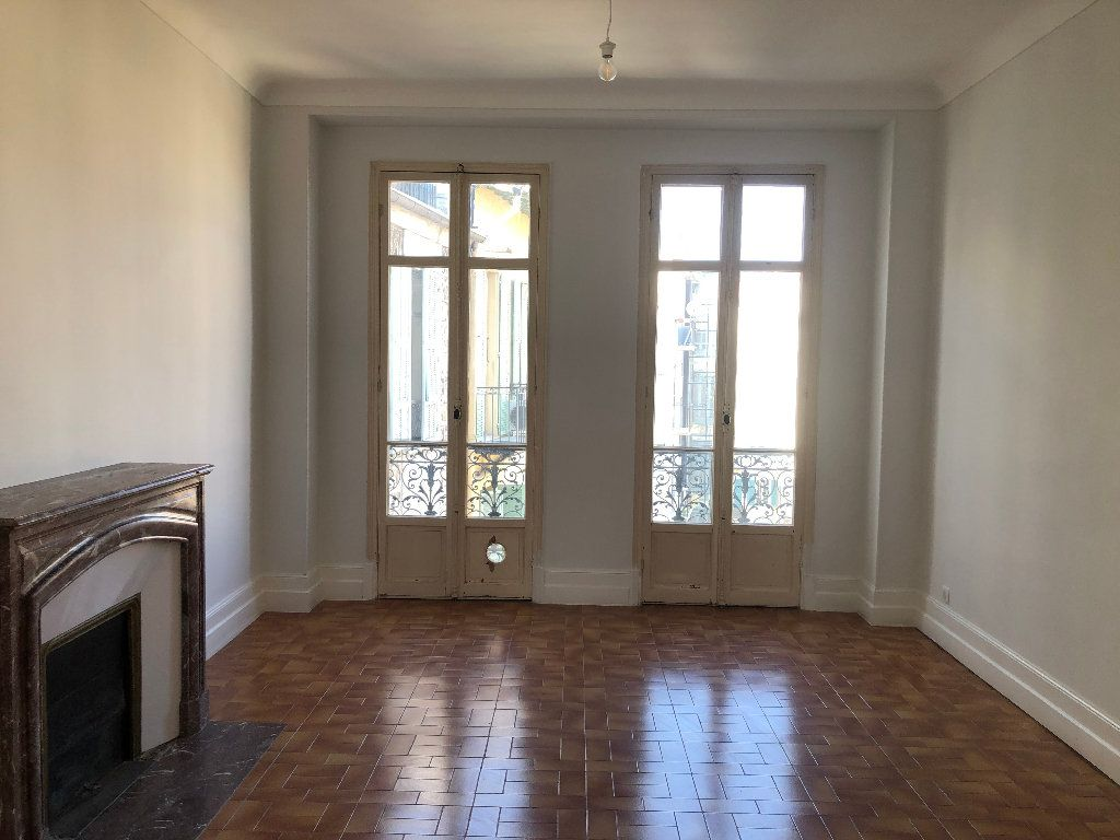 Appartement à louer 4 113.33m2 à Nice vignette-3