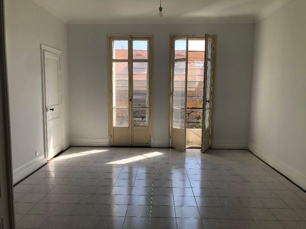 Appartement à louer 4 113.33m2 à Nice vignette-8