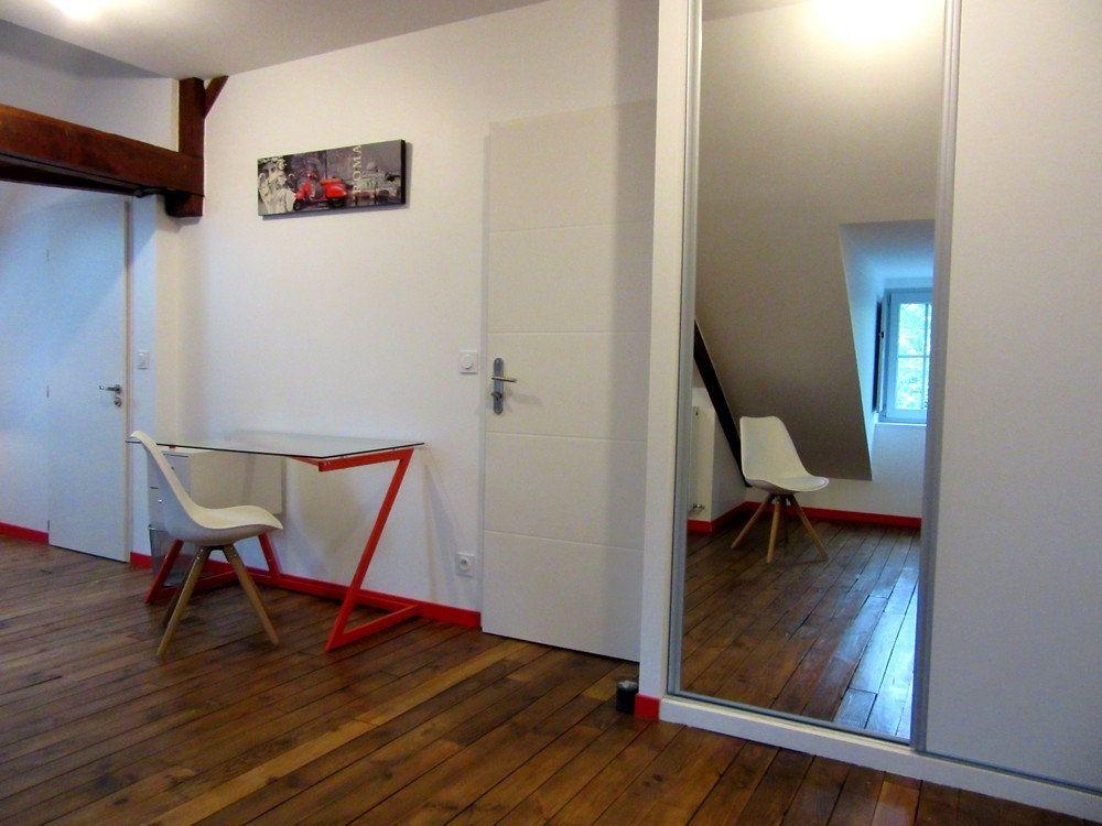Appartement à louer 1 25m2 à Vic-en-Bigorre vignette-3