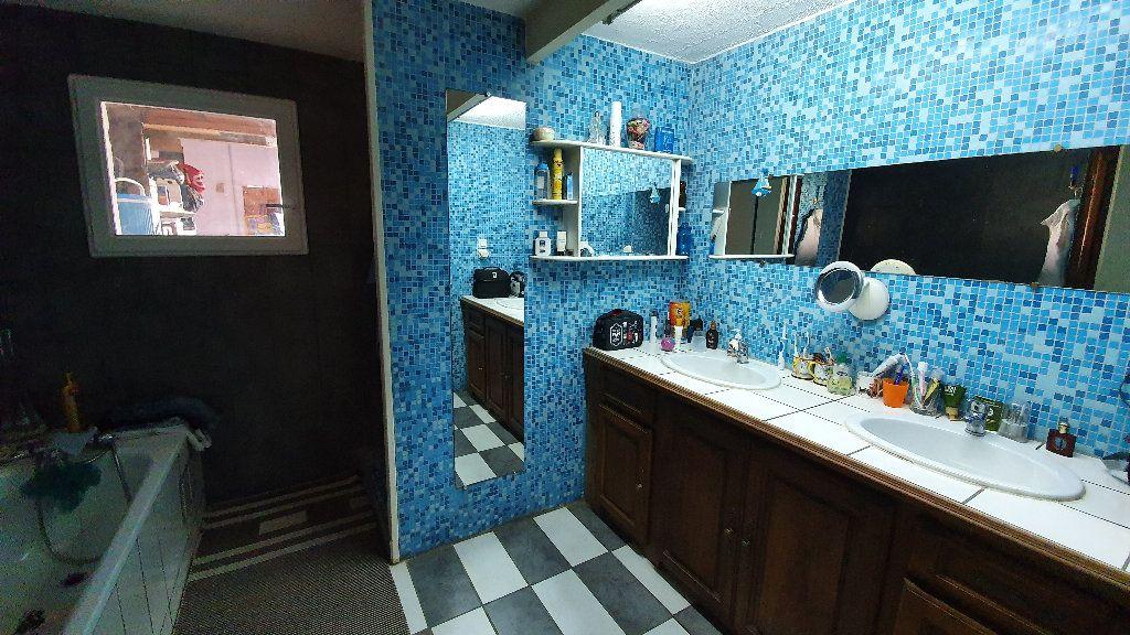 Maison à vendre 4 135m2 à Villecomtal-sur-Arros vignette-10