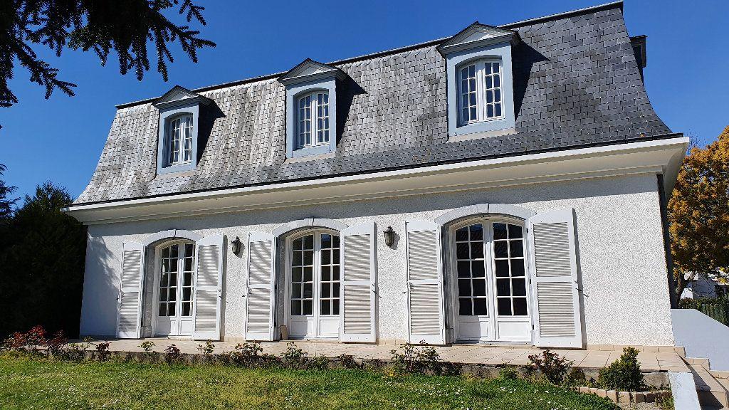Maison à vendre 7 144m2 à Vic-en-Bigorre vignette-1