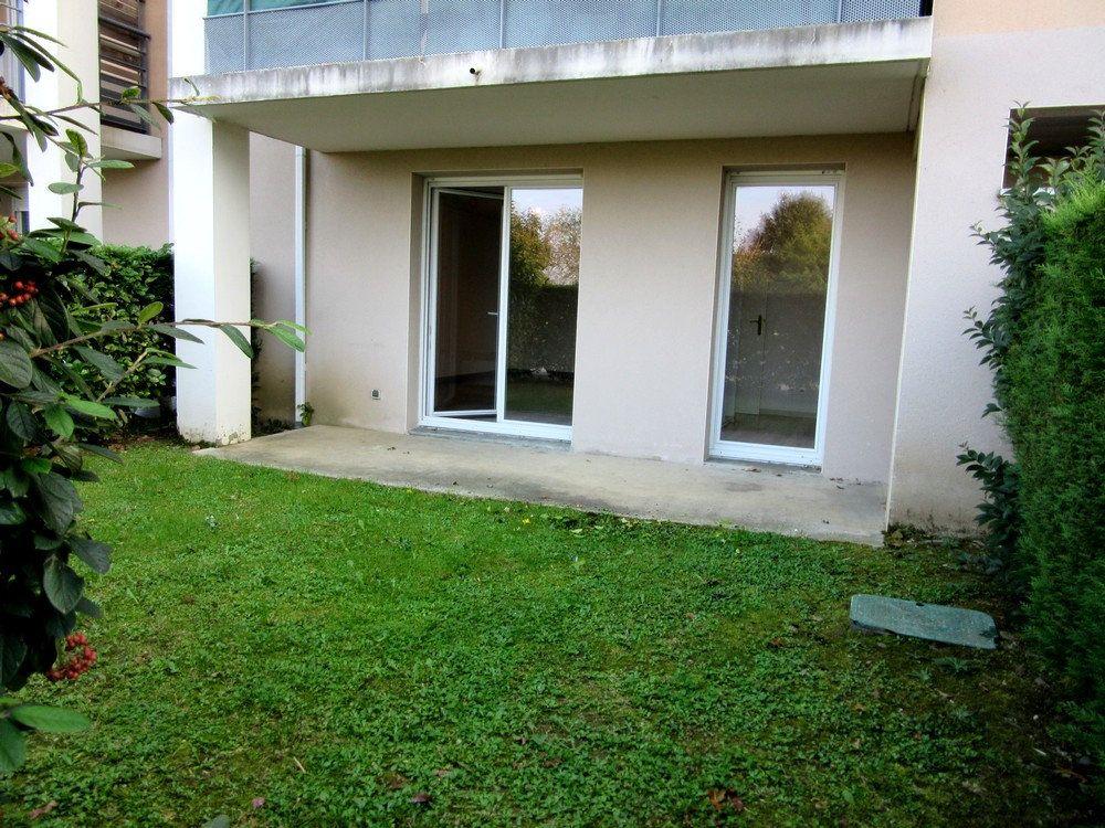 Appartement à vendre 2 40m2 à Vic-en-Bigorre vignette-1
