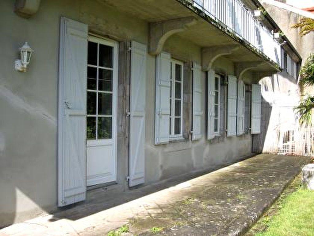 Appartement à louer 2 72m2 à Vic-en-Bigorre vignette-2