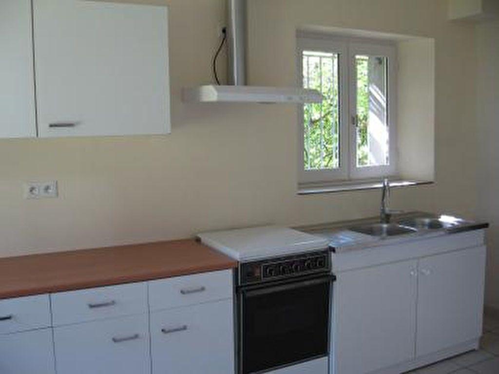Appartement à louer 2 72m2 à Vic-en-Bigorre vignette-3