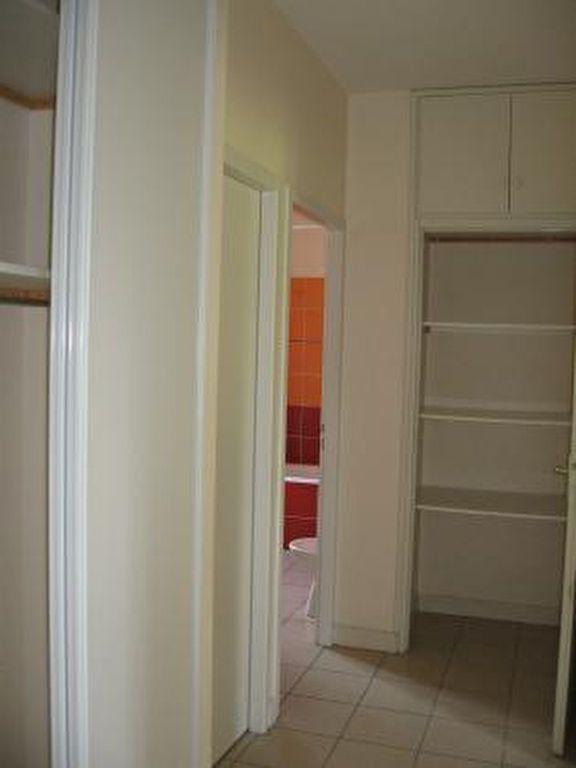 Appartement à louer 2 72m2 à Vic-en-Bigorre vignette-7