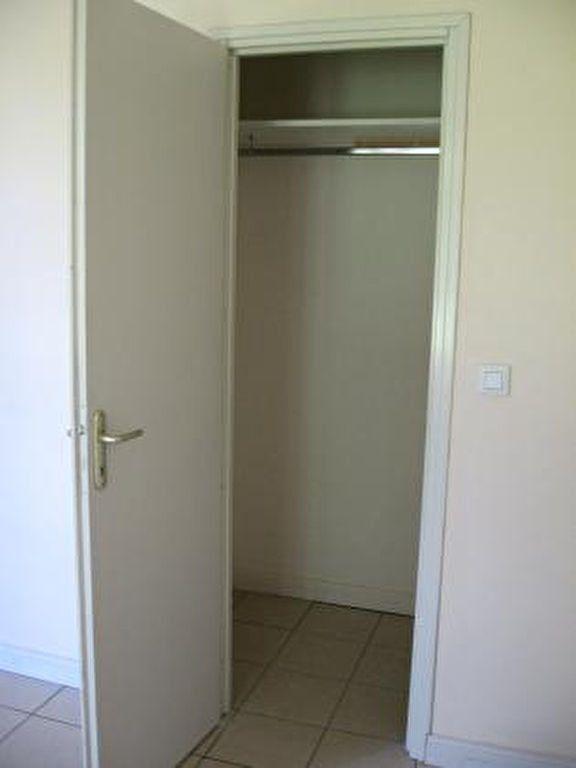 Appartement à louer 2 72m2 à Vic-en-Bigorre vignette-8