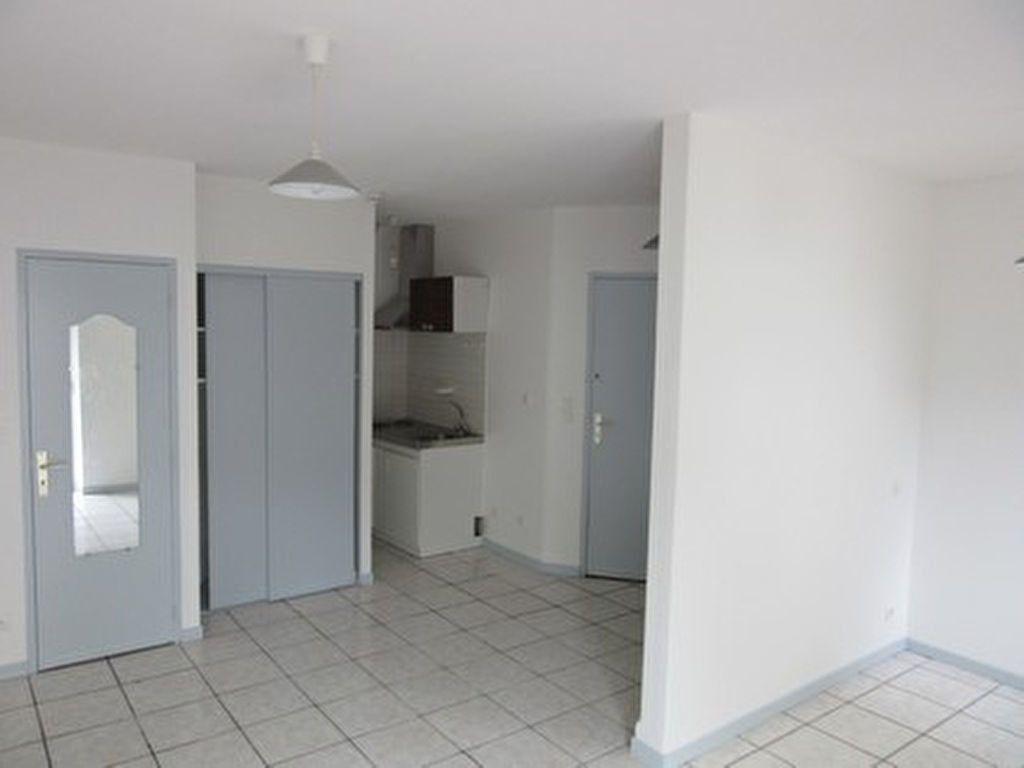 Appartement à louer 1 25m2 à Vic-en-Bigorre vignette-2