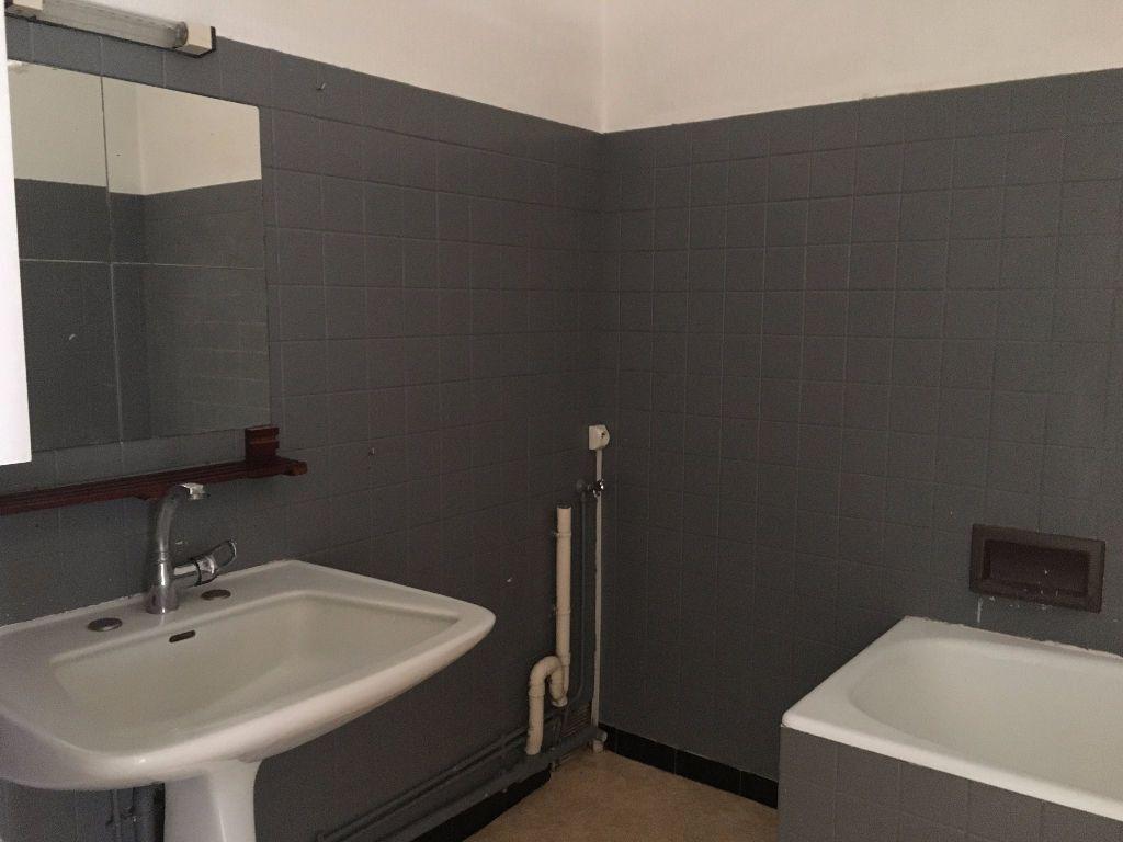Appartement à louer 4 90m2 à Montoire-sur-le-Loir vignette-3