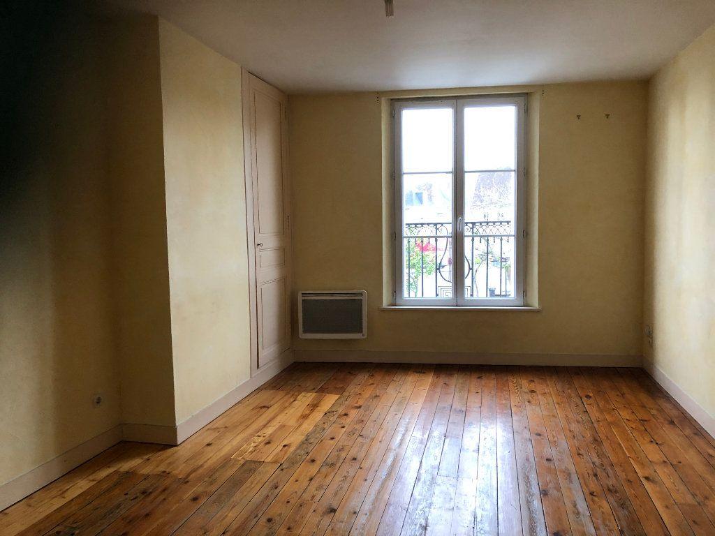 Appartement à louer 3 66m2 à Château-Renault vignette-1