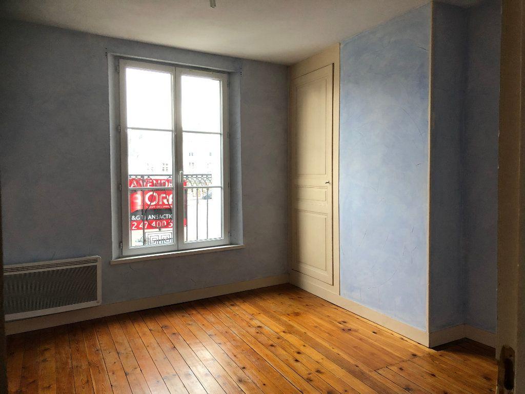 Appartement à louer 3 66m2 à Château-Renault vignette-3