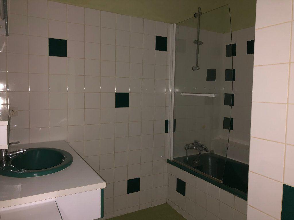 Appartement à louer 3 66m2 à Château-Renault vignette-4