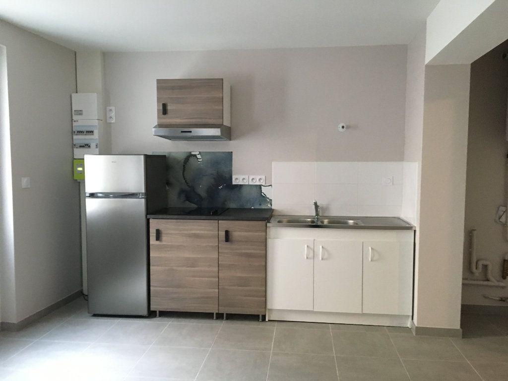 Appartement à louer 2 30m2 à Château-Renault vignette-1