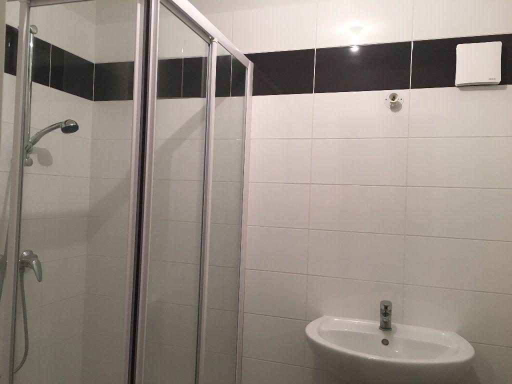 Appartement à louer 2 30m2 à Château-Renault vignette-2