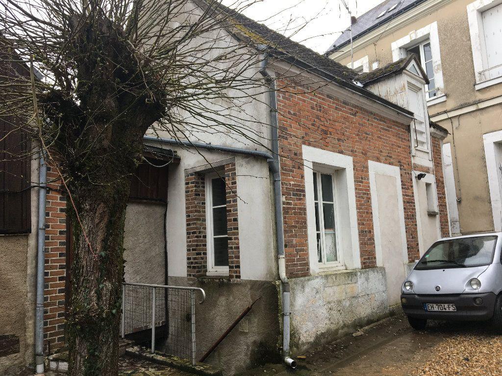 Maison à louer 2 35m2 à Château-Renault vignette-1