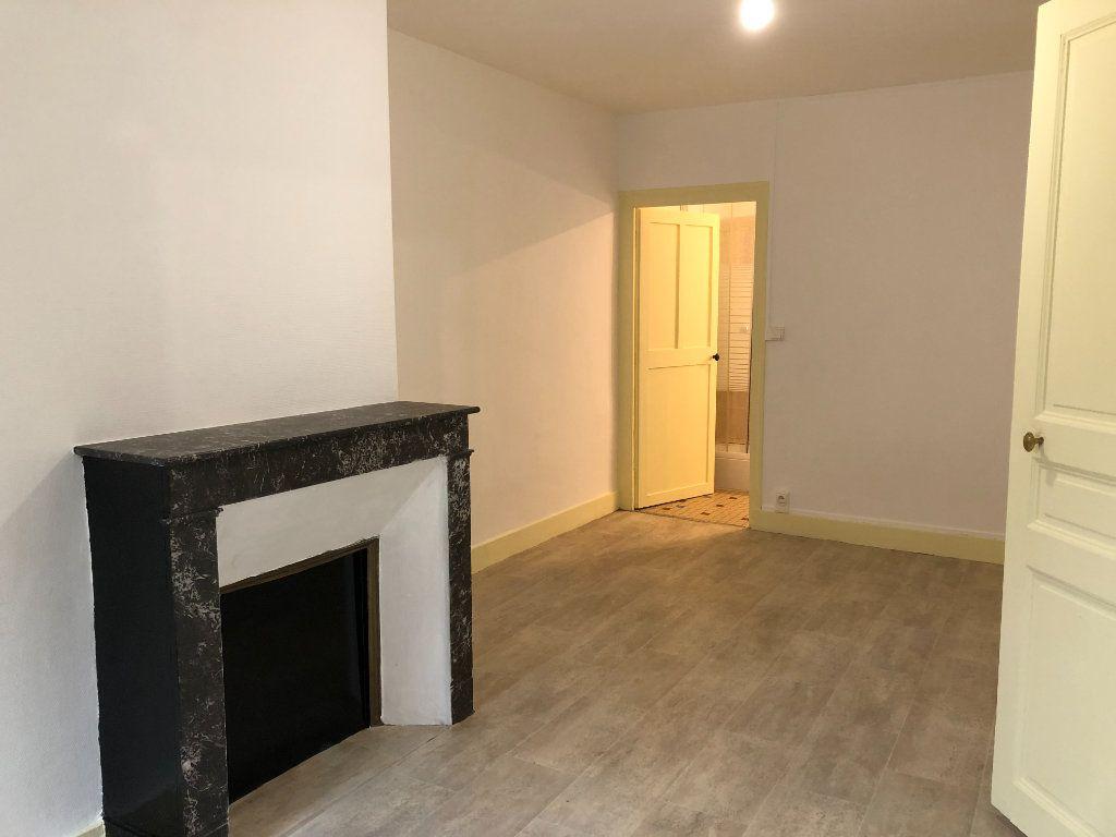 Appartement à louer 2 40m2 à Château-Renault vignette-3
