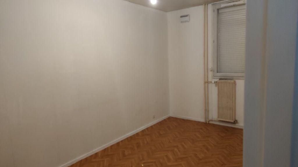 Appartement à vendre 4 74m2 à Saint-Pierre-des-Corps vignette-4