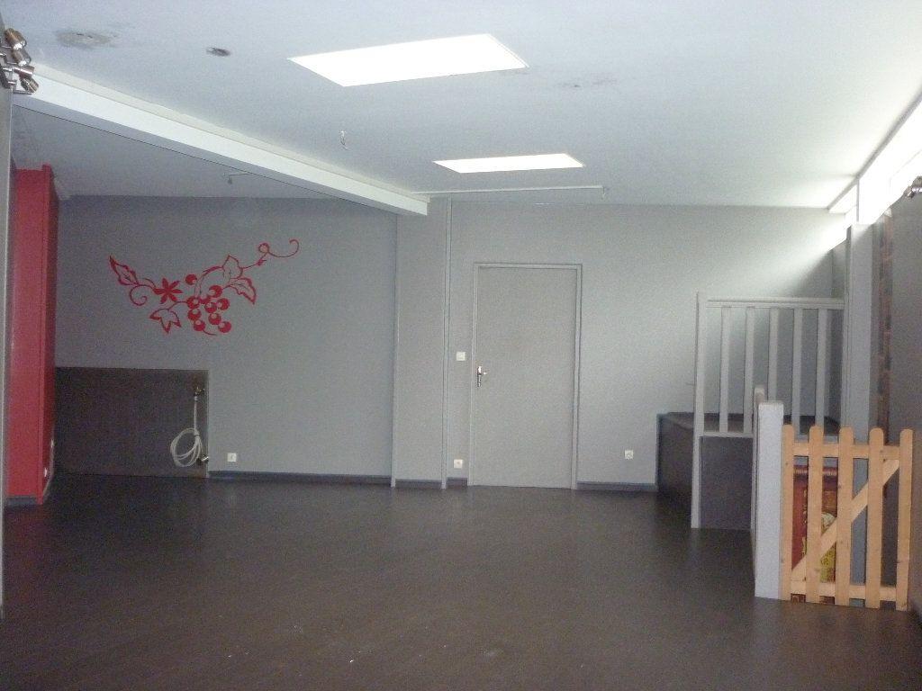 Maison à vendre 7 0m2 à Château-Renault vignette-2