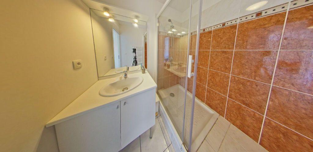 Appartement à louer 3 63m2 à Ploemeur vignette-13