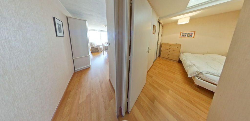 Appartement à louer 2 48m2 à Larmor-Plage vignette-9