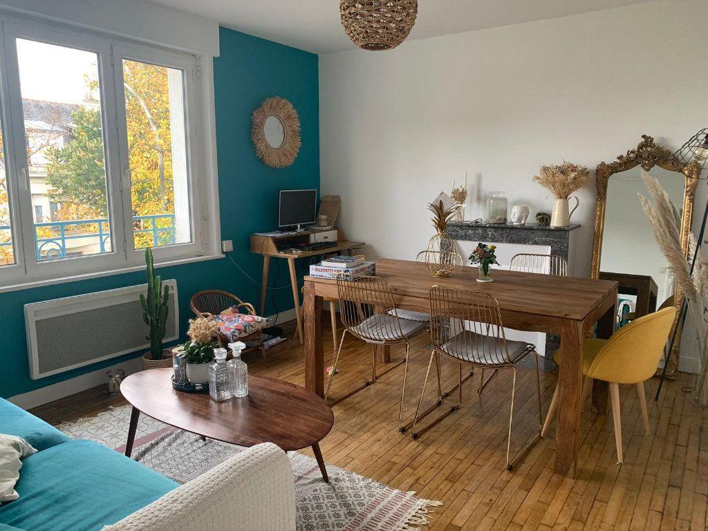 Appartement à louer 2 50.2m2 à Lorient vignette-3