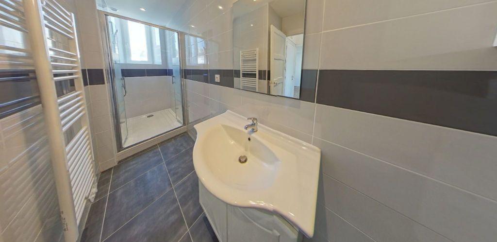 Appartement à louer 2 50.2m2 à Lorient vignette-6