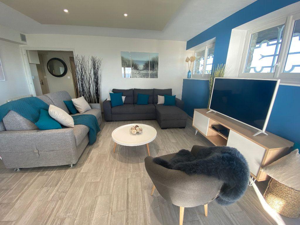 Appartement à louer 2 65m2 à Larmor-Plage vignette-3