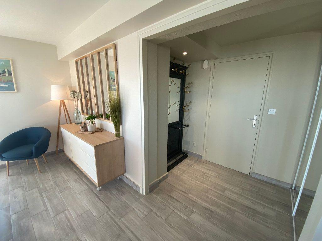 Appartement à louer 2 65m2 à Larmor-Plage vignette-6