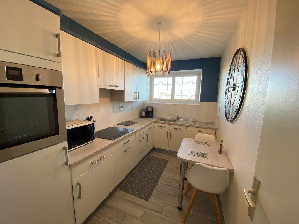 Appartement à louer 2 65m2 à Larmor-Plage vignette-7