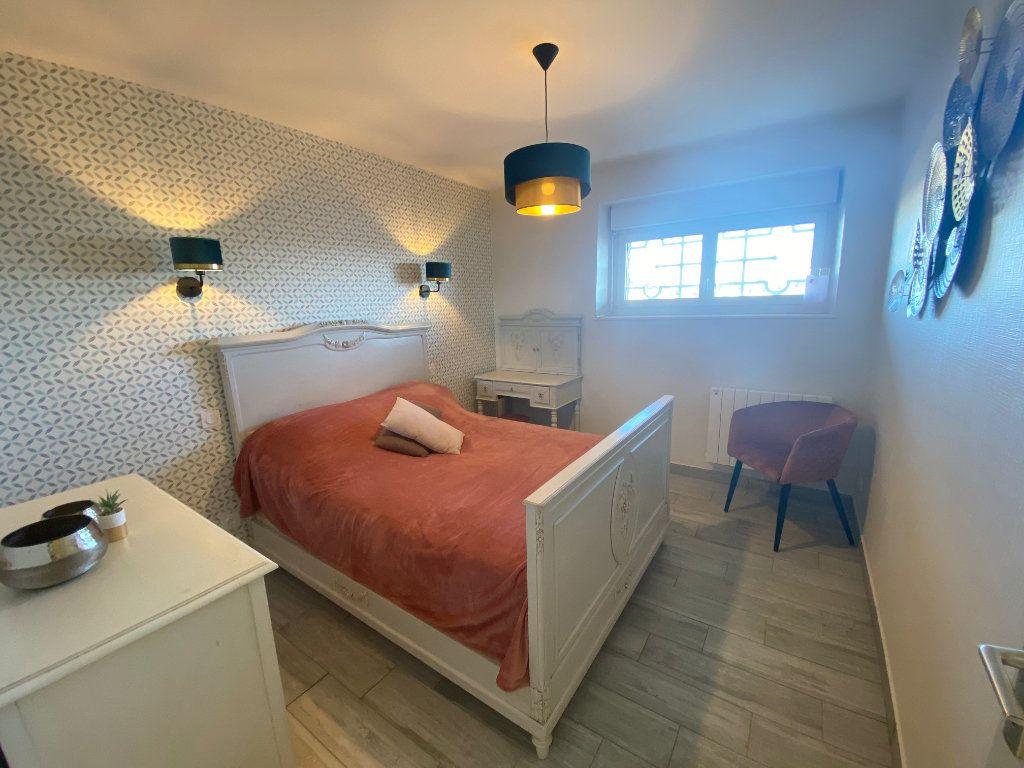 Appartement à louer 2 65m2 à Larmor-Plage vignette-8