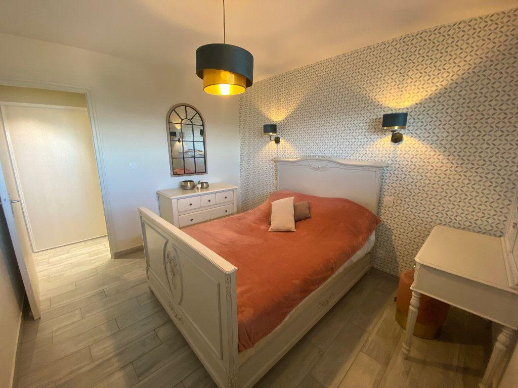 Appartement à louer 2 65m2 à Larmor-Plage vignette-9