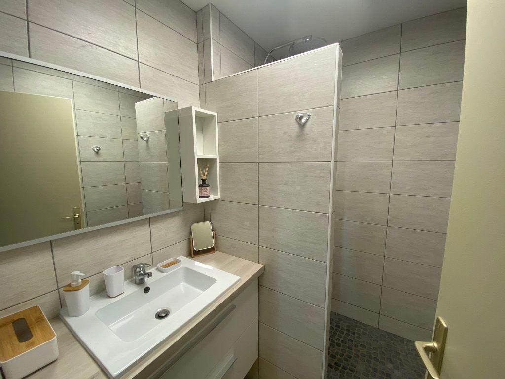 Appartement à louer 2 65m2 à Larmor-Plage vignette-10