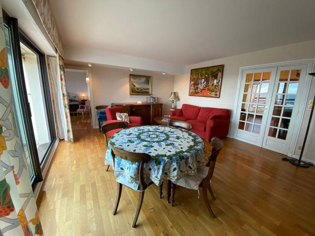Appartement à louer 4 109m2 à Larmor-Plage vignette-4