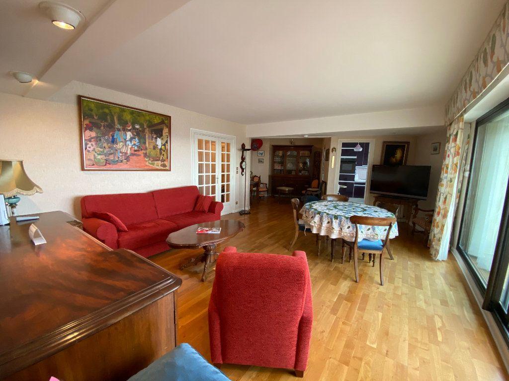 Appartement à louer 4 109m2 à Larmor-Plage vignette-5