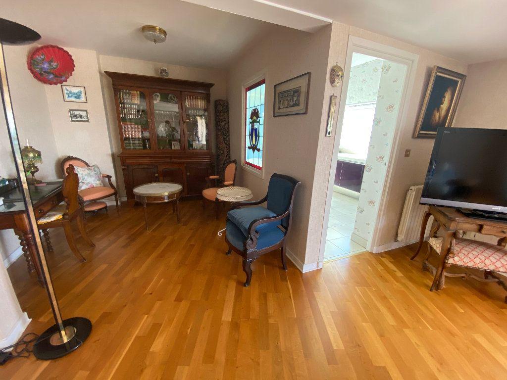 Appartement à louer 4 109m2 à Larmor-Plage vignette-6