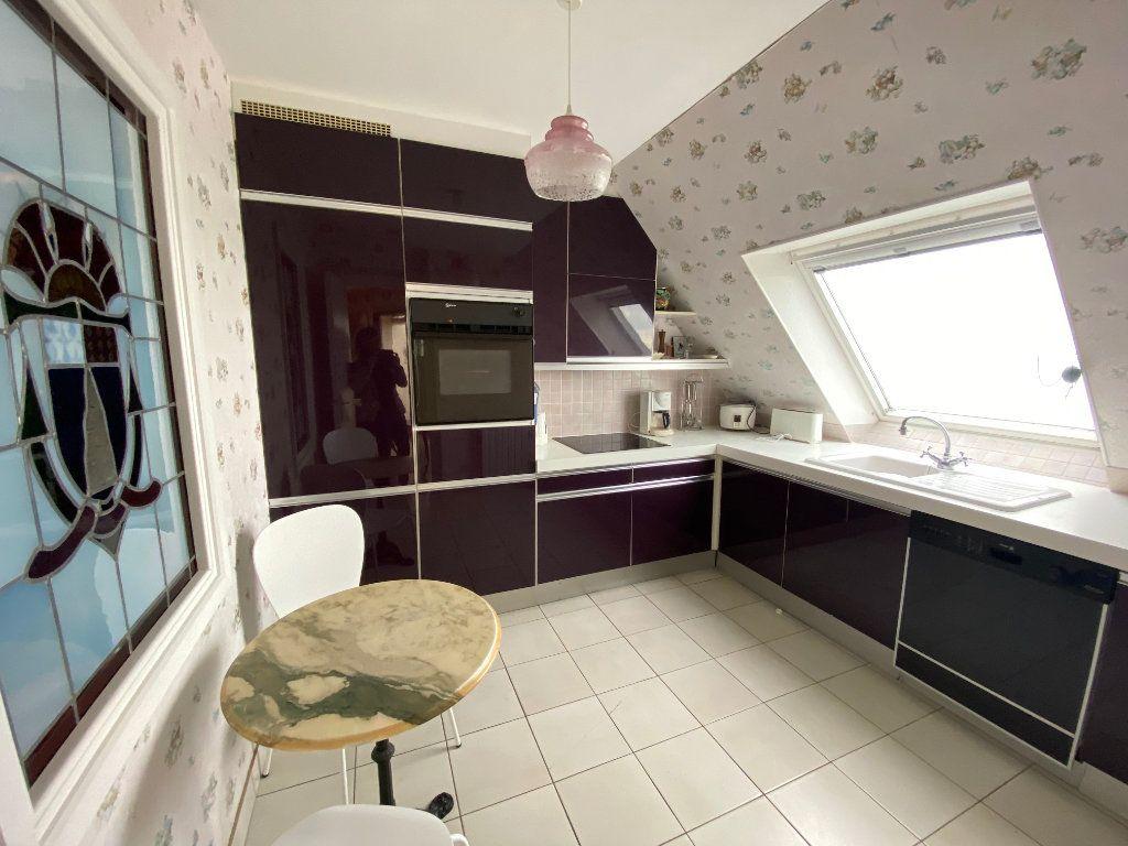 Appartement à louer 4 109m2 à Larmor-Plage vignette-7