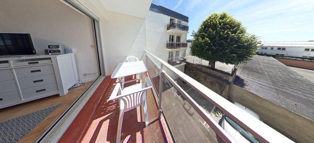 Appartement à louer 1 32m2 à Larmor-Plage vignette-2