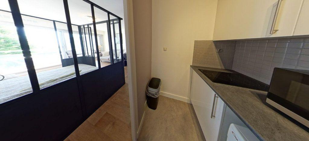 Appartement à louer 1 32m2 à Larmor-Plage vignette-3
