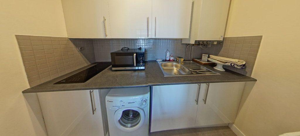 Appartement à louer 1 32m2 à Larmor-Plage vignette-4