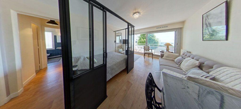Appartement à louer 1 32m2 à Larmor-Plage vignette-5