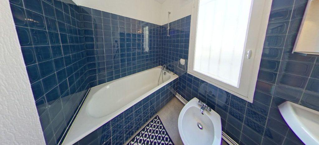 Appartement à louer 1 32m2 à Larmor-Plage vignette-7