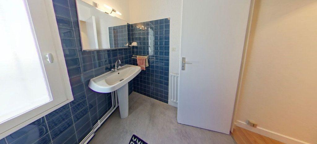 Appartement à louer 1 32m2 à Larmor-Plage vignette-8