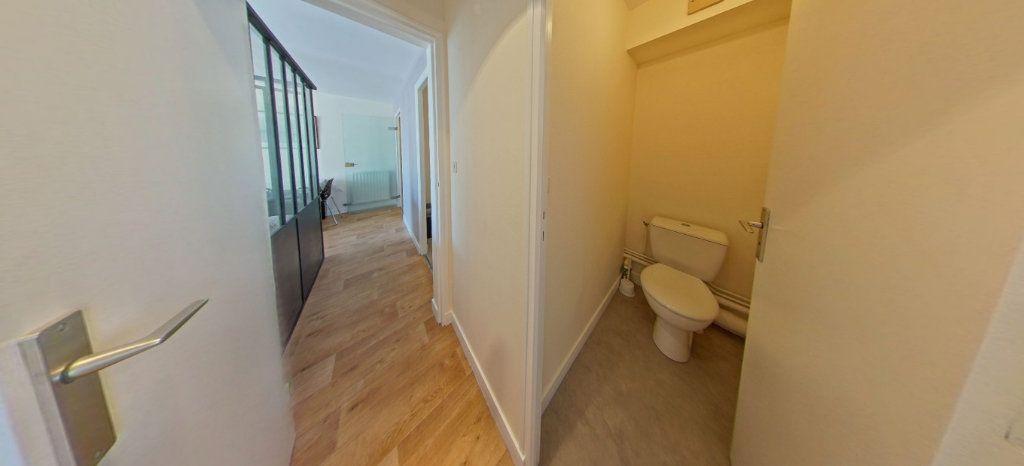 Appartement à louer 1 32m2 à Larmor-Plage vignette-9