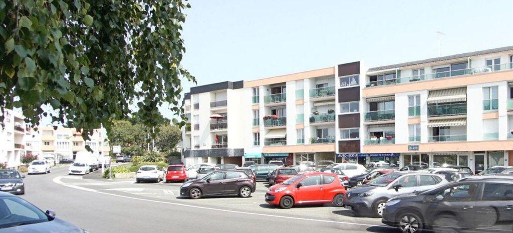 Appartement à louer 1 32m2 à Larmor-Plage vignette-11