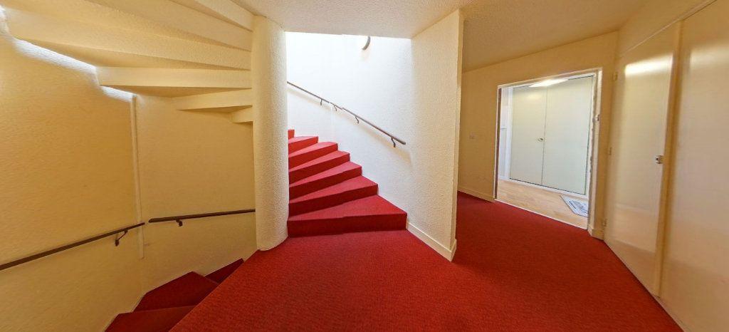 Appartement à louer 1 32m2 à Larmor-Plage vignette-12