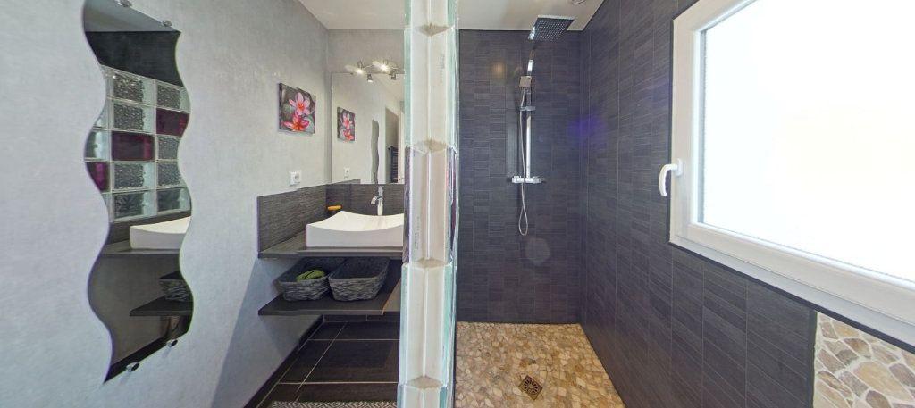 Appartement à louer 3 84m2 à Locmiquélic vignette-10