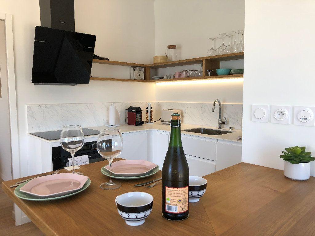 Appartement à louer 2 38.15m2 à Larmor-Plage vignette-3