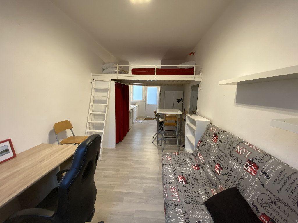 Appartement à louer 1 22m2 à Lorient vignette-1